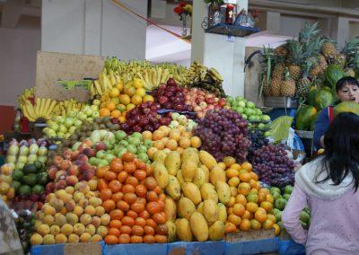 Etal de fruits au marché