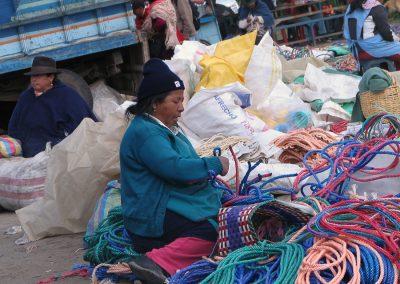 Le tressage des cordes se fait directement sur le marché