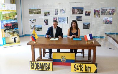 Signature convention de partenariat entre notre association, la ville de Riobamba et l'association « Los guardianes de Chimborazo »