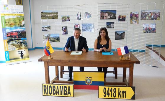 Signature convention de partenariat entre notre association, la ville de Riobamba et l'association «Los guardianes de Chimborazo»